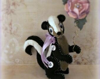 """PDF Digital e-Pattern to Make Sweet 5"""" Wool Felt Skunk """"Flower"""" by Booh Bears, Janice Woodard"""
