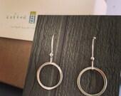 Wanderlust Earrings. Simple Sterling Silver Circles. Handmade Earrings. Modern Earrings Inspired by the Film. Bridesmaid Gifts.