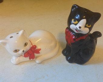 SALE! Vintage 1960s Cat Salt and Pepper Shakers // 1960s // S&P // Vintage Cats // Cat Figurines // Set of 2