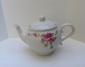 1985 Teleflora Teapot with Basketweave Pattern with Old Roses