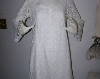 Vintage 90s White Mini Dress Size 8 Knee Length Cute Spring Summer Boho Cotton Bohemian Eyelet Beach Loungewear Sexy leisure casual COUPON