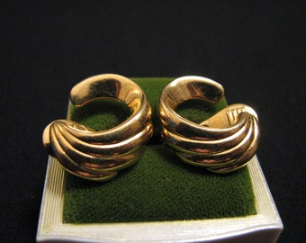 MINT Vintage Monet Gold Tone Swirled Wave Clip Earrings