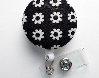 Black and White Daisy - Nurse Badge Holder - Flower Badge Reel - Retractable Badge Reel - Teacher Badge - Cute Badge Reel - Hospital Badge