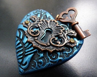The key to my heart distressed pendant