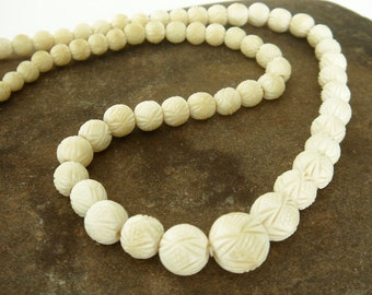 Vintage 1940s Ox Bone Hand Carved Graduated Geometric Pattern Beads Necklace