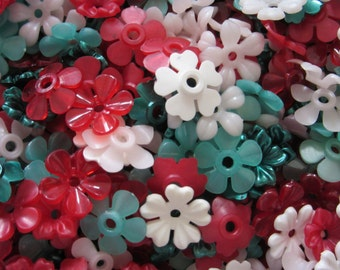 100 plastic FLOWERS, 12mm to 14mm, Christmas Holly Mix #3, Craft Supplies, Jewelry Supplies
