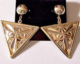 Sun Beam Triangle Discs Pierced Earrings Gold Tone Vintage Raised Rays Dangles Round Top Button
