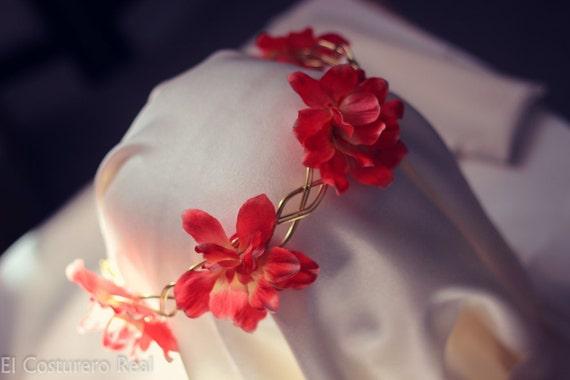 Diadema Tiara dorada con flores rojas