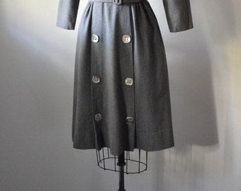 Vintage Dress 1950s Gray Wool Dress with Gray Square Shell Buttons Fitted Waist Gathered Skirt and Belt Size Small