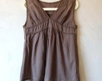 Vintage taupe brown grey pinstripe cotton and lace babydoll tank top. Size small medium EU 38