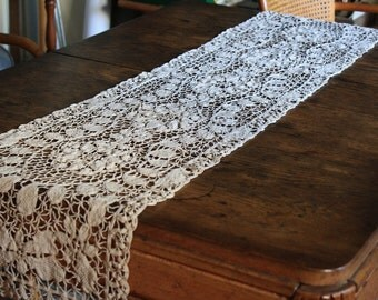 Vintage Cream/Ecru Table Runner