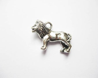 5 Lion Charms in Silver Tone - C1992