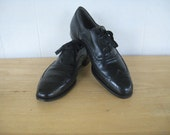 1940s - Vintage - Put a Pep in your Step - Black Wingtip Short Wing Oxfords by Stacy Adams for Lefcourt / 40s Leather  Brogues 10 1/2 E