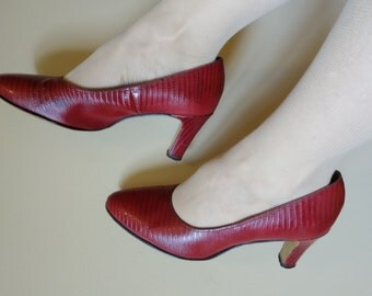 Red leather alligator Life Stride heels vintage 50's pumps ruby red leather 40s 50s 60s Mad Men costume formal Christmas party size 8 B