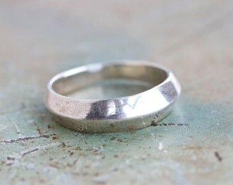 Minimalist Band Ring in Sterling Silver - Ring Size