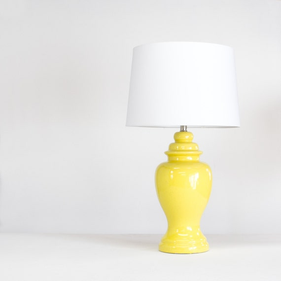vintage yellow table lamp ginger jar lamp new white shade. Black Bedroom Furniture Sets. Home Design Ideas