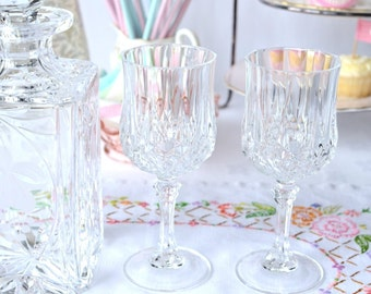 Pair of elegant crystal red wine glasses, 2 beautiful Cristal D'Arques glasses for a party or a lovely wedding present