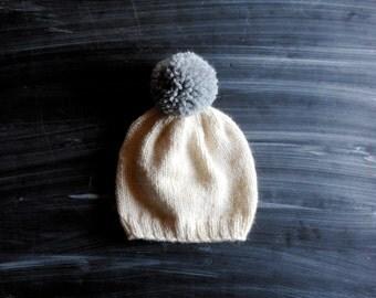 white & grey knit newborn pom pom hat // simple gender neutral baby hat // 100% wool hospital hat // baby shower gift idea