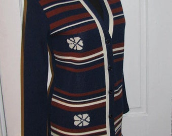 60's POLYESTER CARDIGAN // Navy Blue Rust White Striped Snowflake Flower Super 70's Cardigan Sweater Size S/M Librarian Secretary Deadstock