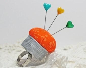 pincushion ring, upcycled bottle cap, orange cotton w. flowers, bottlecap pincushion, handmade pincushion, quilters gift, pincushion finger
