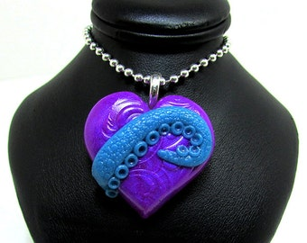 Tentacle Heart / Cthulhu heart / glow in the dark / Purple and Blue / polymer clay/ sculpted pendant / geek jewelry/ gothic jewelry/ Cthulhu