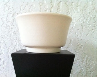 Vintage Art Pottery - Haeger Pottery Vase - 1950's White Art Pottery - Ceramic Planter. Mid Century Bowl with Matte White Pottery Glaze