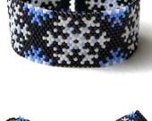 Snowflake beaded bracelet - beadwork jewelry - peyote bracelet - winter / snow / christmas