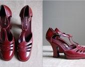 1970's Bebe platform heels / burgundy T-strap cut out heels