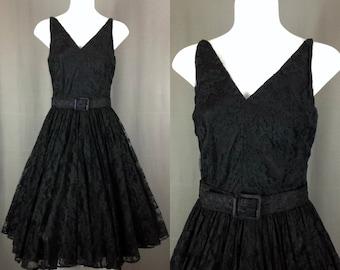 CHANTILLY CHARM - 50s Black Chantilly Lace Sleeveless V-Neck Party Dress w/Belt - Jm10065