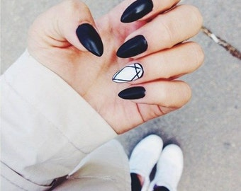Black and White Geometric Diamond Press on Nails