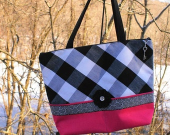 SPRING CLEANING Large Cotton TOTE / black white checked/handmade/ hot pink exterior pockets/ hot pink lining/ zipper closure/150075