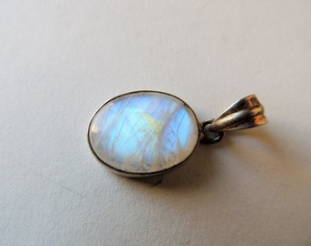 Pendant Moonstone mounted in Silver