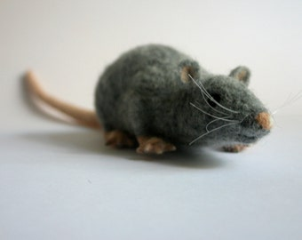 Needle felted rat figure, Felted mouse portrait, sculpture, Realistic rat, Grey gray rat handmade