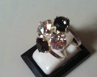 Adjustable ring with diamond-shaped crystals 4