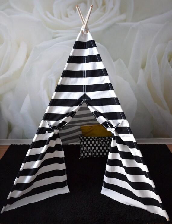 tente tipi avec p les noir et blanc par romaskyeconfections. Black Bedroom Furniture Sets. Home Design Ideas
