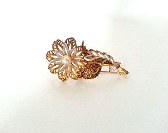 SALE! Vintage filigree brooch
