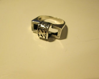 Sterling silver Vintage carved Geometric shape ring, size 8