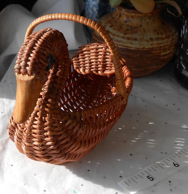 Basket art craft : Small vintage swan craft basket bird folk art old