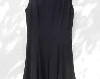 Vintage little black swing dress by Liz Claiborn // size 10 // 1990s 90s designer secretary evening wear