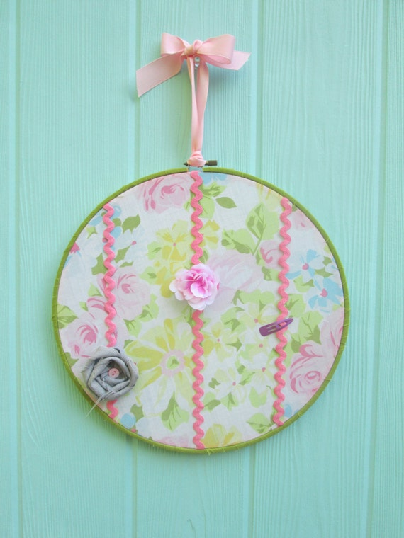 Bow and barrette holder embroidery hoop art