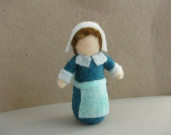 Pilgrim girl figurine, Thanksgiving decoration, needle felted wool, Waldorf inspired miniatures