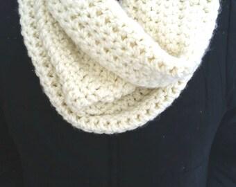 White Cowl, White Infinity Scarf, Cream Cowl, Cream Infinity Scarf, White Crochet Cowl, Chunky White Scarf, Chunky Infinity Scarf