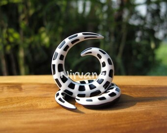 """Black & White Spider Web Glass Spirals 6g 4g 2g 0g 00g 7/16"""" 1/2"""" 9/16"""" 5/8""""  4 mm 5 mm 6 mm 8 mm 10 mm 12 mm 14 mm 16 mm"""