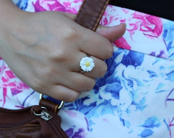 White Daisy Ring, Adjustable Size.