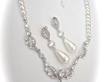 Pearl jewelry set ~ Pearl drop necklace and earring set ~ Crystal rhinestones ~ Brides pearl set ~ Formal jewelry ~ Bridal jewelry ~ Gift