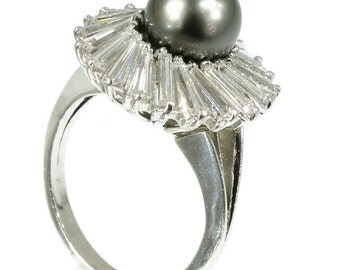 Black pearl engagement ring platinum diamond 3.50ct tapered baguette central black pearl Vintage engagement ring circa 1980