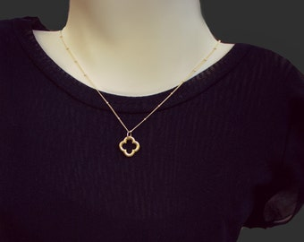 Gold Clover Necklace, Gold Pendant Necklace, Quatrefoil Necklace, 14k Gold Filled, Satellite Chain, Clover Jewelry