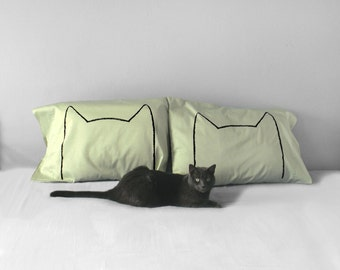 Cat Lover Gift : Green Cat Nap Pillow Cases, funny home, king, standard or queen bedding, gift for cat lover, cat lady