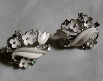 13-0751 25% OFF Vintage 1950's Pair of White Enamel Rhinestone Earrings / MAD MEN / Swanky Jewelry / Rhinestones / 50s / American Vintage