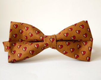 Queen Of Hearts Gold Patterned Men's Bow Tie